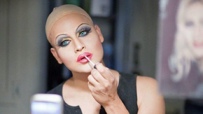 Адам Герра за макияжем
