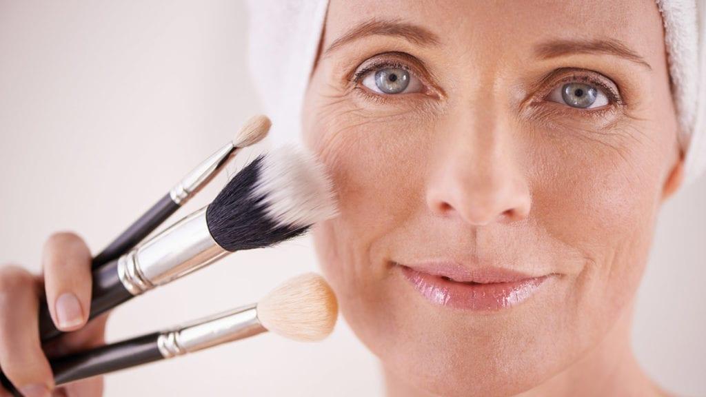 10 ошибок макияжа, которые делают женщины «слегка за 40»