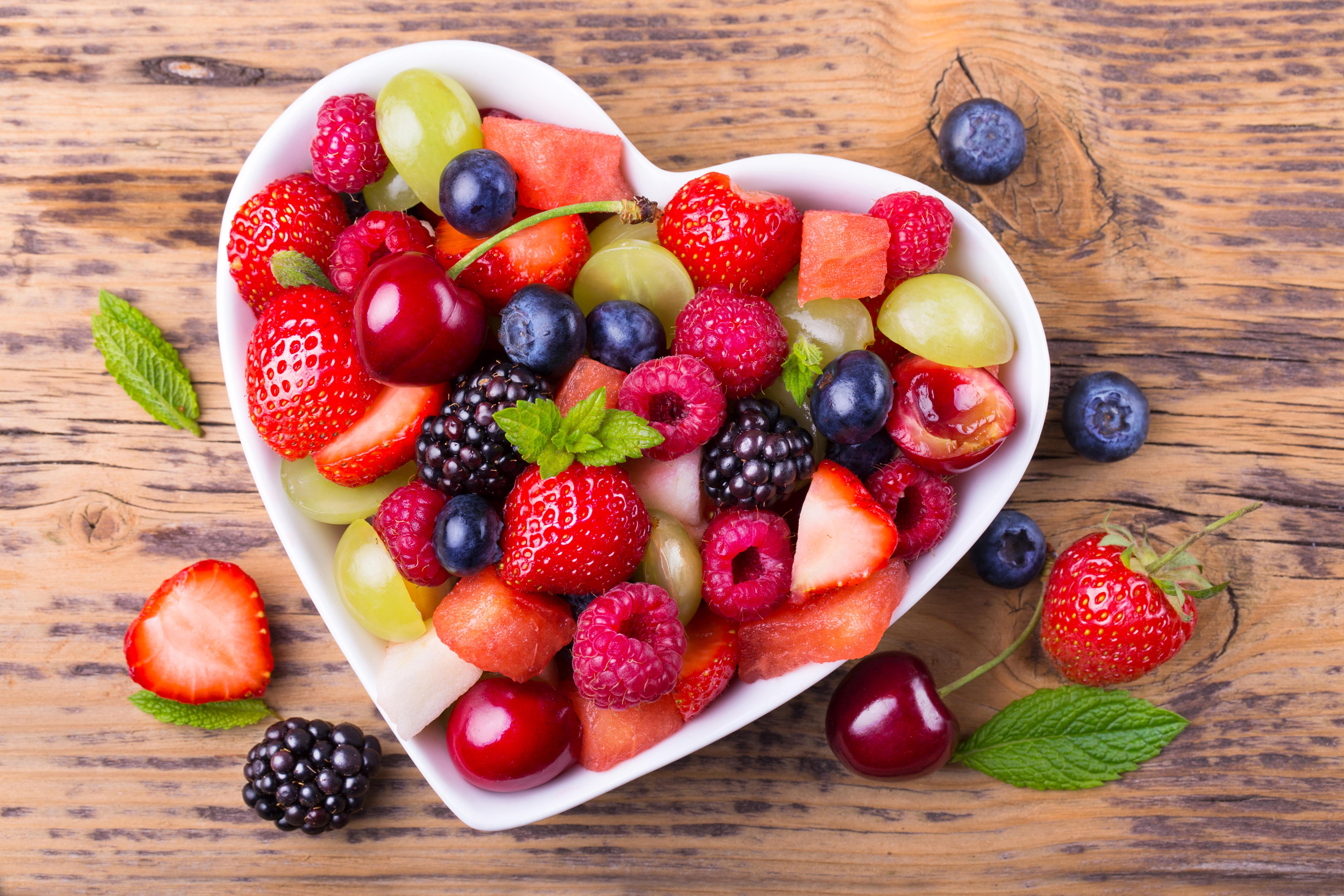 Правильное питание в жару поможет уменьшить потливость: 5 продуктов, которые стоит включить в летний рацион