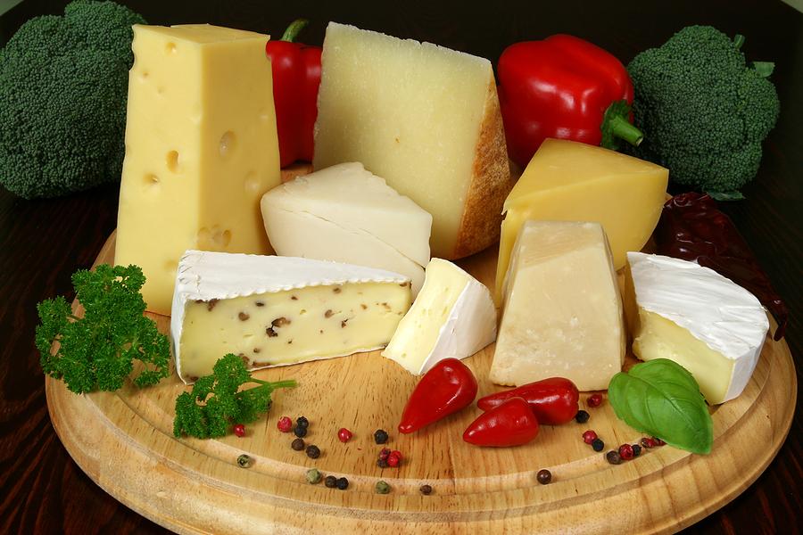 Вкусно и полезно: сыры, которые рекомендуют есть женщинам старше 45