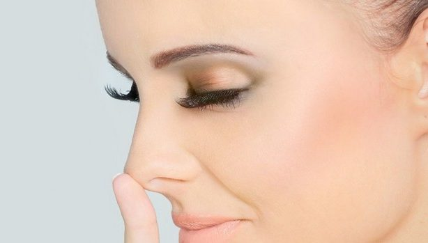 Чешется нос: к веселью или проблемам