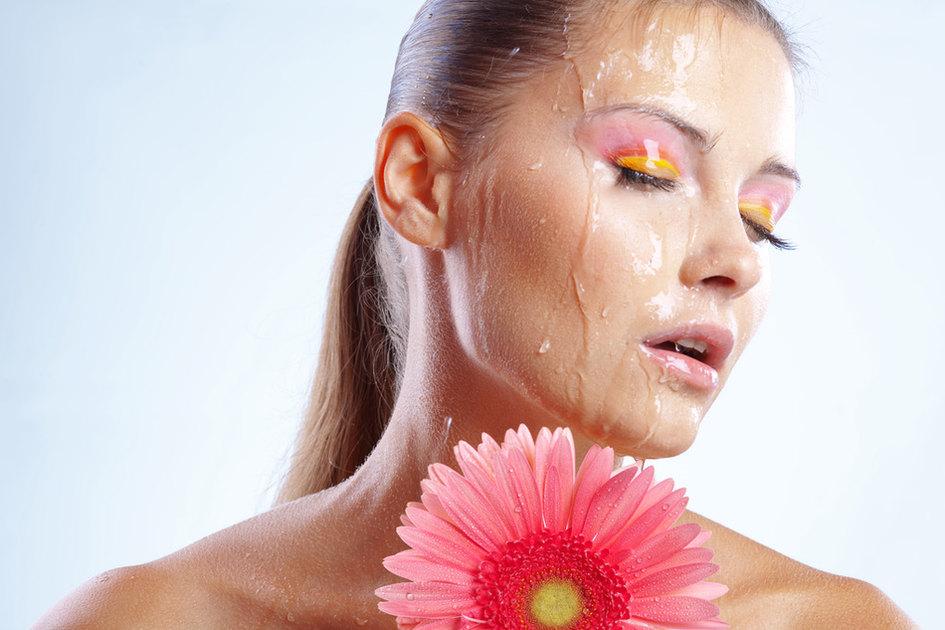Жара красоте – не помеха: 5 советов визажистов для создания стойкого летнего макияжа
