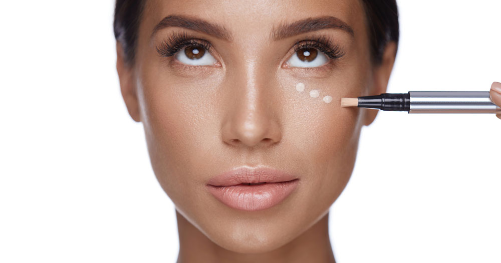 Как правильно наносить косметику, чтобы замаскировать круги под глазами?