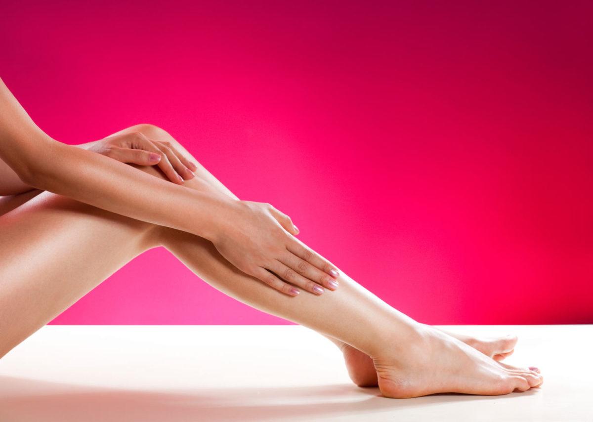 Гладкость надолго: 7 советов, чтобы брить ноги реже