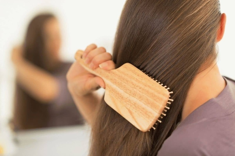 Чем можно заменить сухой шампунь, если нет возможности вымыть голову