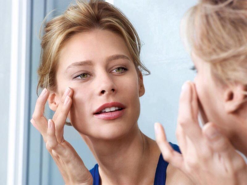 10 советов, как справиться с мешками под глазами женщинам за 40