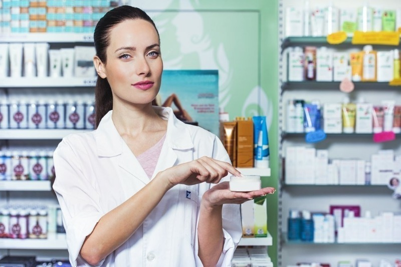 Бьюти-экономия: 9 дешевых аптечных средств, которые заменят дорогой уход