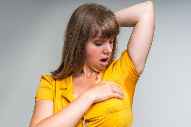 6 ошибок в нанесении дезодоранта, из-за которых вы потеете еще сильнее