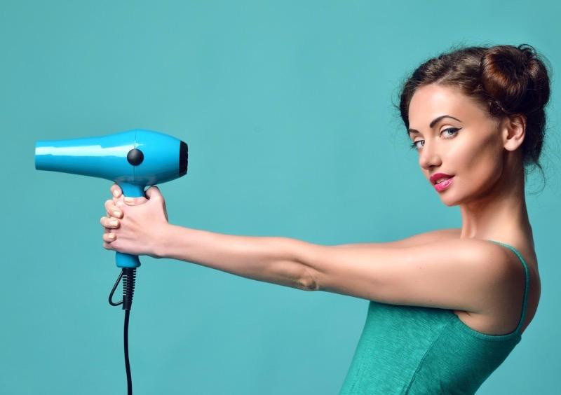 Как на самом деле нужно сушить волосы, чтобы не испортить их