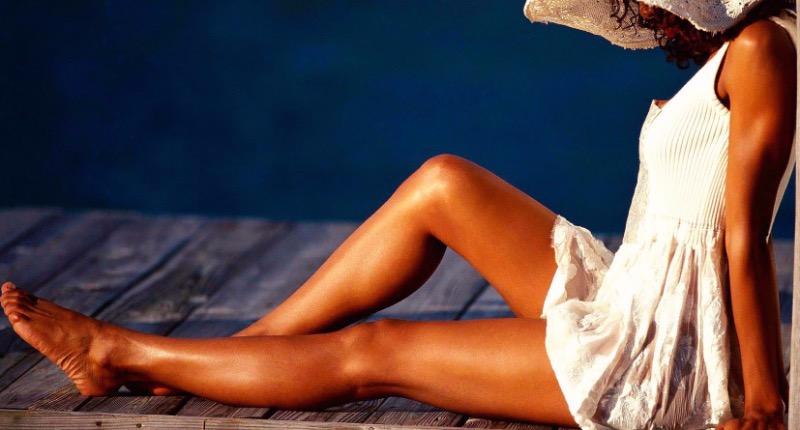 5 секретов, которые помогут сохранить летний загар до конца осени