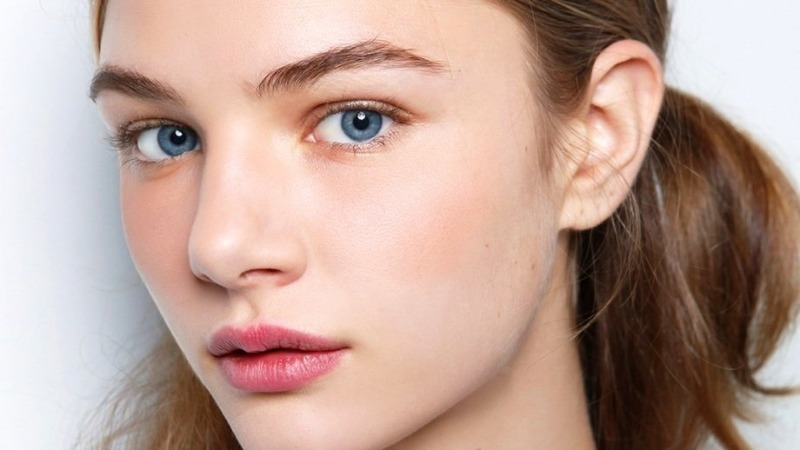 Почему все больше женщин отказывается от декоративной косметики