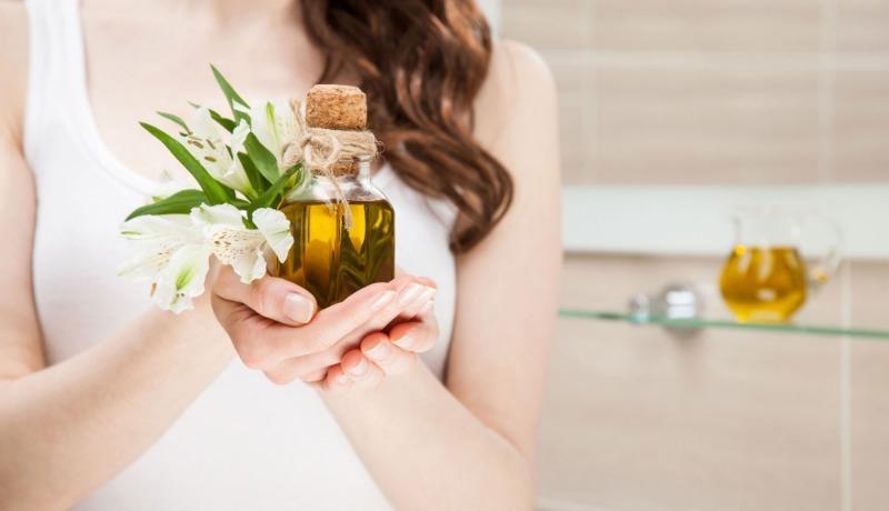 5 плюсов и один минус оливкового масла в уходе за волосами