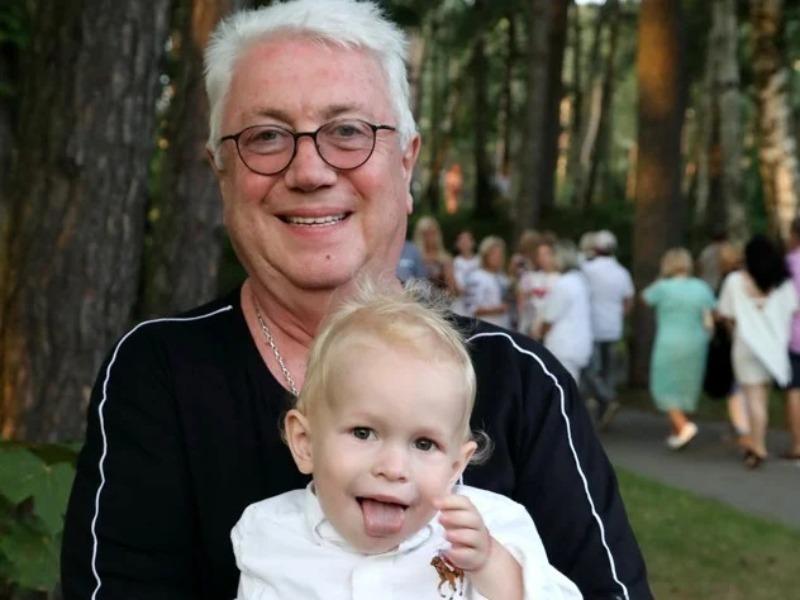 Знаменитые деды и их внуки, которые похожи как две капли воды