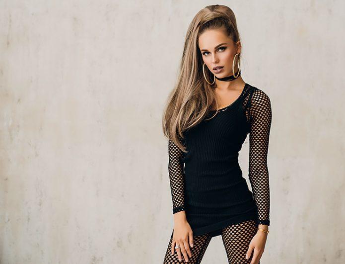 Певица Ханна в черном
