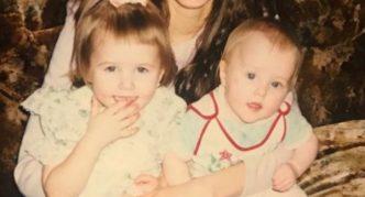 Анастасия Решетова с мамой и сестрой в младенчестве