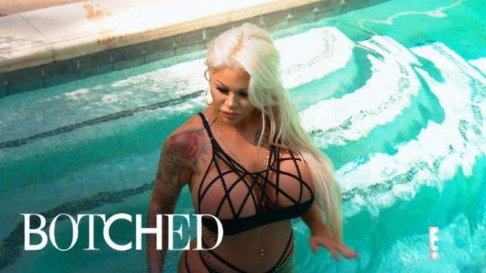 Кэнди в бассейне