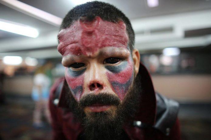 Генри после татуажа лица