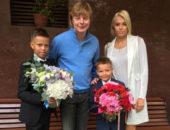Андрей Григорьев-Апполонов с женой и детьми