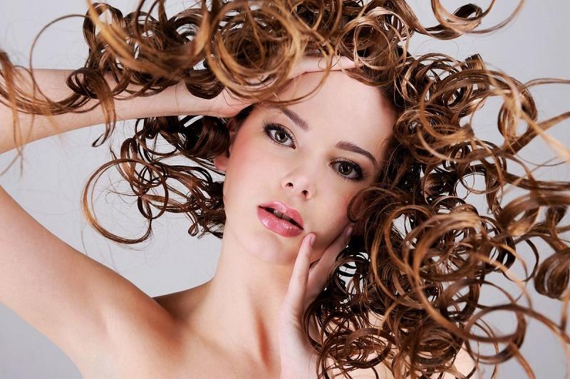 10 советов для тех, у кого жирные корни волос