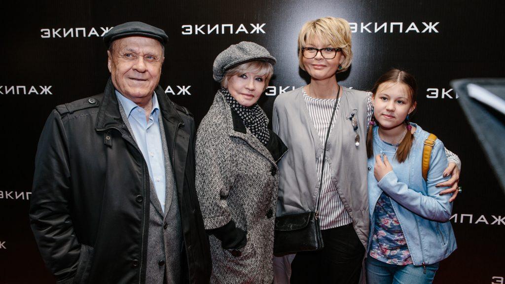 Семья Меньшова и Алентовой на кинопремьере