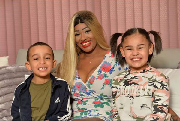 Синди Мур с детьми