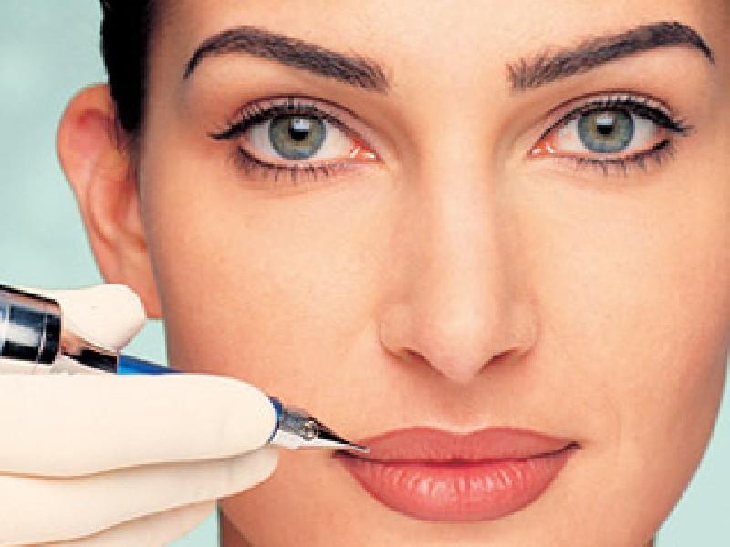 Как проводится процедура татуажа губ