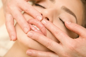 Советы косметологов, какие действия надо выполнять для реабилитации после процедуры увеличения губ