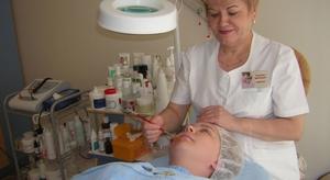 Описание процедуры химического пилинга лица в косметологических салонах
