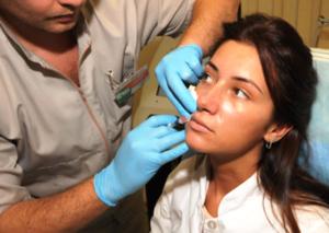 Увеличение губ - простая процедура, которая не потребует госпитализации.